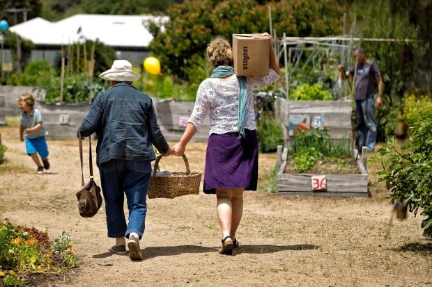 yanni sam blair and nana ariving for home harvest exchange